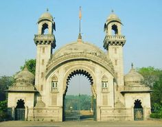 "Royal Gate Of Vadodara #LVP #RajMahal #Baroda  #YouthBarodian #BarodaGoogle #VadodaraMirror   For Updates Say ""HelloBarodian"" On WhatsApp 7046222217"