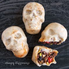 Serve these creepy Burrito Skulls for your Halloween or Day of the Dead dinner party. Homemade tortilla skulls filled with burrito fillings. See VIDEO. Halloween Dinner, Halloween Food For Party, Halloween Treats, Creepy Halloween, Halloween Appetizers, Halloween Foods, Halloween Season, Halloween 2020, Halloween Stuff