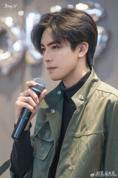 Korean Short Hair, Hot Korean Guys, Cute Asian Guys, Cute Korean, Korean Men, Asian Men, Trendy Mens Haircuts, Boys Long Hairstyles, Funky Hairstyles