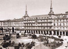Imágenes del viejo Madrid. Plaza Mayor, hacia 1865. J.Laurent. Museo Municipal de Madrid.
