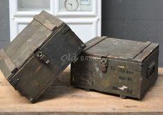 Kist | Old BASICS Storage Chest, Decorative Boxes, Tv, Vintage, Furniture, Home Decor, Vintage Comics, Interior Design, Home Interior Design