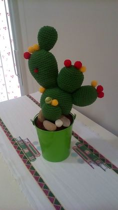 Crochet Cactus Free Pattern, Crochet Pig, Crochet Patterns, Crochet Hook Sizes, Crochet Hooks, Christmas Cactus, Christmas Diy, Cactus Craft, Different Shades Of Green