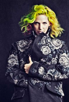 MS MR's Lizzy Plapinger is famous for her neon rainbow hair. Plapinger has been dyeing her hair since high school. Find out how Lizzy's hair stays so bright... Read more: https://www.rainbowhaircolour.com/lizzy-plapinger-hair-5-min-interview/