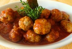 Albondigas in Tomatensoße / Spanyol albondigas paradicsommártásban Hungarian Cuisine, Hungarian Recipes, Cauliflower, Food To Make, Bacon, Food And Drink, Favorite Recipes, Healthy Recipes, Meat