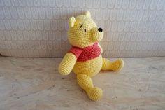 Peter Plys hækleopskrift Crochet For Kids, Crochet Baby, Knit Crochet, Mobiles, Doll Toys, Dolls, Baby Born, Crochet Animals, Tweety