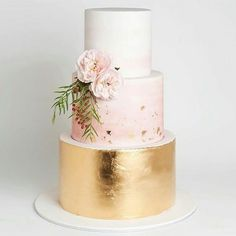 Totally agree with @theperfectpalette, the colour mixes on this cake @cake_ink are stunning #weddinginspo #weddinginspo #huntthatdress