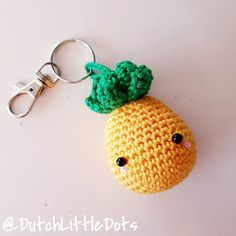 Crochet Keychain Pattern, Crochet Amigurumi Free Patterns, Free Crochet, Knit Crochet, Crochet Fruit, Pineapple Crochet, Crochet Key Cover, Pineapple Keychain, Crochet Embellishments