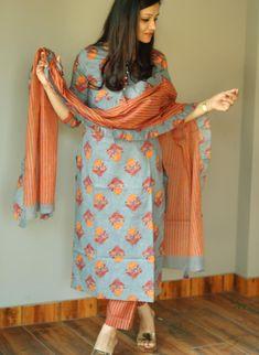 Simple Kurta Designs, Silk Kurti Designs, Salwar Designs, Kurta Designs Women, Kurti Designs Party Wear, Blouse Designs, Dress Designs, Dress Indian Style, Indian Dresses