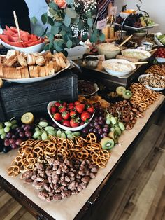 This is part two of a four-part series on how I planned out my Gratitude Party. Learn how to make a beautiful DIY grazing table that will wow your guests! Wedding Appetizer Table, Wedding Snacks, Appetizers Table, Wedding Appetizers, Wedding Catering, Charcuterie Wedding, Wedding Ideas, Wedding Food Bars, Wedding Buffet Food