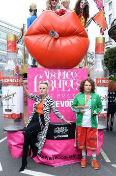 Eddie (Jennifer Saunders) & Patsy (Joanna Lumley) at Pride in London, England. Jennifer Saunders, British Humor, British Comedy, Patsy And Eddie, Welsh, Edina Monsoon, Patsy Stone, Bbc, Dawn French