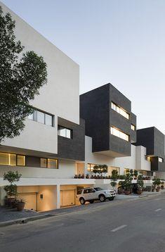 Black & White House / AGi Architects