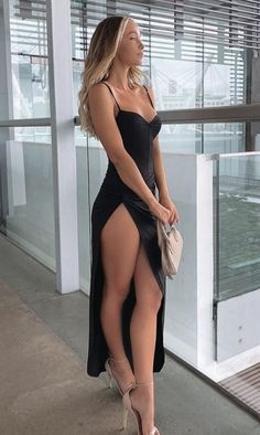 her sexy beautiful legs in high heels and elegance dress. Sexy Women, Women Legs, Fit Women, Beautiful Legs, Gorgeous Women, Beautiful Beach, Beautiful Clothes, Sexy Outfits, Sexy Dresses