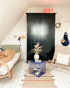 my scandinavian home: A Colourful, Vintage Inspired Danish Home At Christmas Night Lamp For Bedroom, Kids Bedroom, Vintage Colors, Vintage Decor, Interior Inspiration, Room Inspiration, Christmas Articles, Bedroom Vintage, Scandinavian Interior