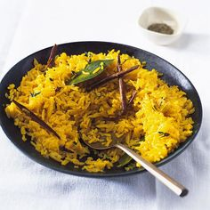 Pilau Rice - Who doesn't like Indian take away or Indian ready made meals? Here a recipe for a perfect accompaniment for an Indian main. (I hope Indian pals could correct me on this one! Quick Rice Recipes, Quick Meals, Healthy Recipes, Savoury Recipes, Easy Dinners, Meat Recipes, Free Recipes, Vegetarian Recipes, Healthy Food