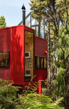 Great little getaway - the Red House by Crosson Clarke Carnachan Architects, Titirangi, NZ. Architecture Design, Architecture Awards, Timber Planks, Red Houses, Red Barns, Exterior Paint, Exterior Homes, Construction, House Painting