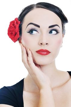 Just can't get enough of Idda van Munster's makeup looks.  Sooooo gorgeous!  :D