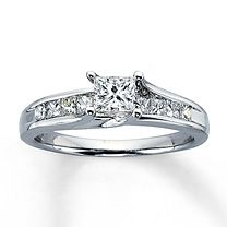 14K White Gold 1 Carat t.w. Diamond Ring- I'd like this with a circle stone