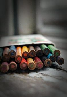 Vintage color pencils set 18 colors wood pencils Retro office supplies For Artist Travel cardboard box art supplies art school Coffee And Cigarettes, Artist Aesthetic, My Art Studio, Foto Art, Color Effect, Vintage Christmas Ornaments, Vintage Colors, Art School, True Colors