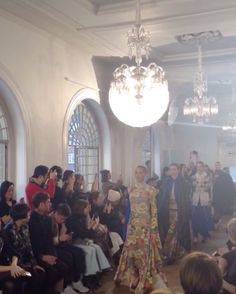 Com @OliviaPalermo entre os convidados VIPs a @pringlescotland apresentou sua coleção outono-inverno 2017 nesta segunda (20) durante a Semana de Moda de Londres. A marca recorreu aos seus arquivos e revitalizou a técnica de estamparia em knitwear resultando em um floral vibrante um dos destaques da nova temporada. Via @patydantas8  via MARIE CLAIRE BRASIL MAGAZINE OFFICIAL INSTAGRAM - Celebrity  Fashion  Haute Couture  Advertising  Culture  Beauty  Editorial Photography  Magazine Covers…
