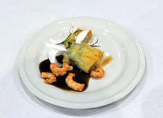 L'antipasto: involtino di pollo, gamberi e citronella in salsa di tamarindo (Mariangela Susigan con cuoca delle Filippine)