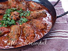 Kefta with oriental eggplant Algerian Recipes, Lebanese Recipes, Beef Recipes, Chicken Recipes, Cooking Recipes, Ramadan Recipes, Mediterranean Dishes, Healthy Eating Tips, Winter Food