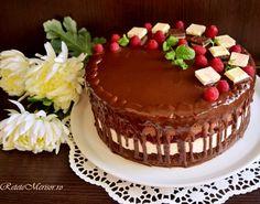 tort-fantezie-cu-ciocolta-si-zmeura-4 Romanian Desserts, Cake Recipes, Dessert Recipes, Something Sweet, Tiramisu, Cupcake Cakes, Cupcakes, Bakery, Sweet Treats