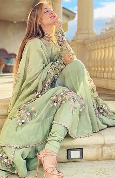 Pakistani Fashion Party Wear, Pakistani Dresses Casual, Pakistani Wedding Outfits, Indian Bridal Outfits, Indian Party Wear, Pakistani Bridal Wear, Pakistani Dress Design, Indian Designer Outfits, Indian Dresses