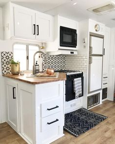 61 Genius Ways to Remodel RV to be Your Tiny House – and quickly added to our site. We continue to explore great holiday destinations and holiday tips for you. Today we share 61 Genius Ways to Remodel RV to be Your Tiny House – great new … Tiny House Living, Rv Living, Living Rooms, Living In A Camper, Remodel Caravane, Camper Interior, Interior Design, Rv Interior Remodel, Travel Trailer Remodel