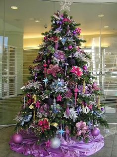 Purple Christmas Tree- joe would never let me do this but I totally would lol