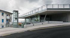 스페인 렌테리아에 위치한 파킹 빌딩은 도시사회 문제로 대두되는 주차공간 및 레져공간 부족에 대한 대안으로 지역 내 물리적으로 단절된 공간 연속 -동선의 확보 및 그린스페이스의 확보- 과 111대의 주차공간을 제공한다. 두대의 파노라마 엘리베이터와 2층으로 구성된 철골조는 경사면을 따라 자연스레 형성, 약 2.5개층을 지면으로 부터 선큰, 외부로 드러나는 건축물의 볼륨을 최소한으로 한다. -주차를 위한 인프라는 드..