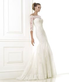 Pronovias BELLAMY COLLECTION 2015 Costura Mermaid dress in embroidered tulle with Chantilly lace appliqués. Bodice with wrap-around neckline and thr...