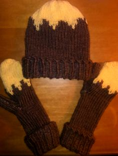 Loom knitted bicolor hat and mittens - Patricia L