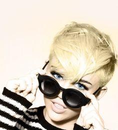 Miłey Cyrus - mo hawk ....  Glasses!