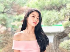 Seolhyun Shows Off Her Beautiful Shoulders In New Posts! Kpop Girl Groups, Korean Girl Groups, Kpop Girls, Seolhyun, Beautiful Chinese Women, Kim Seol Hyun, Girl Bands, Hello Gorgeous, Aesthetic Girl
