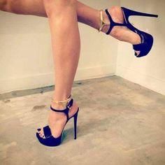 Los tacones pies y piernas mas sexys de la red. The most very Sexy Feet, Legs, Heels and Shoes around the web. Sexy Legs And Heels, Platform High Heels, Black High Heels, High Heel Boots, Ankle Boots, Stilettos, Stiletto Heels, Talons Sexy, Pantyhose Heels