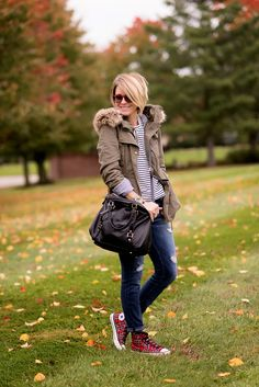 Striped top+ripped jeans+red checked sneakers+black shoulder bag+khaki parka. Fall outfit 2016