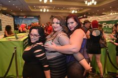 Dangerous Curves--XCritic Visits Some Hot, Heavyweight Hotties At AEE 2014!