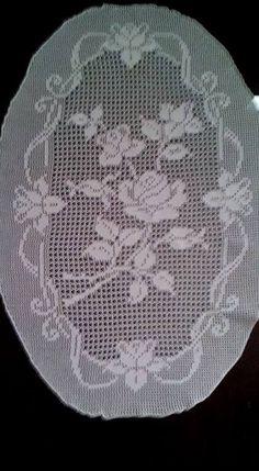 filet crochet beaytiful rose for top etc Irish Crochet Patterns, Crochet Designs, Lace Stencil, Crochet Bedspread Pattern, Crochet Dollies, Fillet Crochet, Crochet Flower Tutorial, Cable Knitting, Unique Crochet