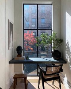 Creating a home office in a small living space can be a challenge. Here's 7 ways to squeez in a home office in your small space. Cool Office Space, Office Nook, Office Decor, Hallway Office, Cozy Office, Apartment Office, Closet Office, Office Set, Bedroom Office