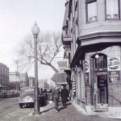 Le boulevard de Maisonneuve vers l'est à l'intersection de la rue St-André vers 1947. . Archives de Montréal (twitter) @Archives_Mtl . #514 #mtl #yul #montreal #montréal #montréaljetaime #streetsof514 #montreallife #jaimemtl #cinqcentquatorze #mtlmoments #archives #history #archivesmtl