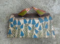 Liebe Vögel auf Nots / blaue Blumen rustikalen von Popielnik