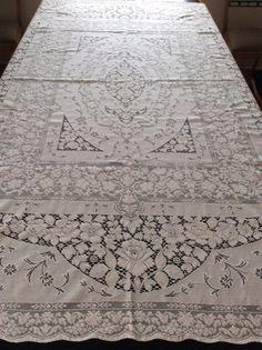 Vintage QUAKER LACE Tablecloth 63 X 83 WHITE HOUSE Pattern Pristine  Condition!