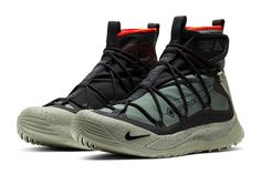 The Nike ACG Air Terra Antarktik is a GORE-TEX-equipped beast that is sure to please all Gorpcore enthusiasts. Take a closer look at it here. Men's Shoes, Nike Shoes, Shoe Boots, Sneakers Nike, Adidas Trail Shoes, Shoes Men, Rain Boots, Latest Sneakers, Sneakers Fashion