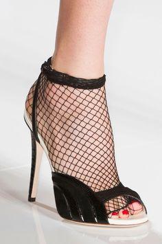 Emanuel Ungaro at Paris Fashion Week Spring 2015 - Details Runway Photos Tights And Heels, Fishnet Tights, World Of Fashion, Paris Fashion, Woman Fashion, Shoe Closet, Spring Summer 2015, Color Negra, Stiletto Heels