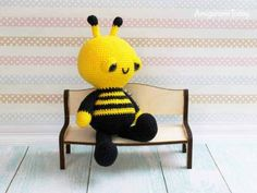 abeja amigurumi patron gratis con manos y pies Crochet Animal Patterns, Crochet Doll Pattern, Crochet Patterns Amigurumi, Stuffed Animal Patterns, Amigurumi Doll, Crochet Dolls, Crochet Ideas, Crochet Bee, Crochet Birds
