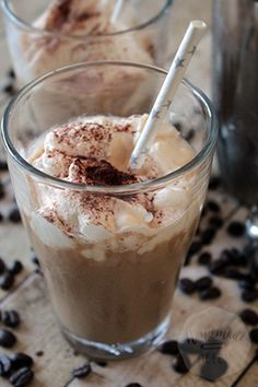 Het recept voor deze iced cappuccino, waarmee je in een handomdraai twee heerlijke glazen ijskoffie hebt!
