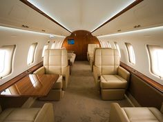 Challenger 605 cabin 1