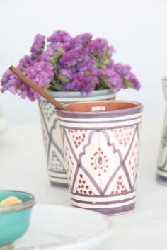 vaso de cerámica  marroquí pintado a mano. noretnic inspiration. moroccan pottery handmade. dar amïna shop