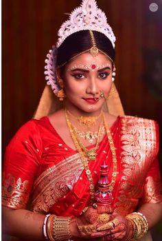 Beautiful Indian Brides, Beautiful Saree, Beautiful Bride, Bengali Bride, Bengali Wedding, Bengali Saree, Indian Wedding Photography Poses, Photography Couples, Bengali Bridal Makeup