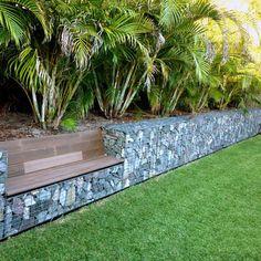 muro de gabião com banco